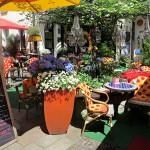 Bricelta: Blumenmeer im Asamhof