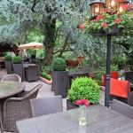 Gemütlicher Restaurantgarten im Ess & Trinkbares.