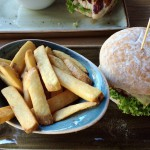 Burger Käse & Speck mit Fritten