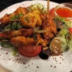 Thai-Salat mit Variationen von Hühnchenspiessen (12,60 Euro)