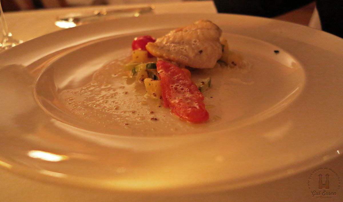 Steinbutt-Filet mit Erdäpfel-Gurkenragout und Tomate