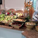 Der gemischte Salat kostet zwischen 2,80 und 5,90 Euro.