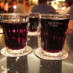 Rotwein im Becher