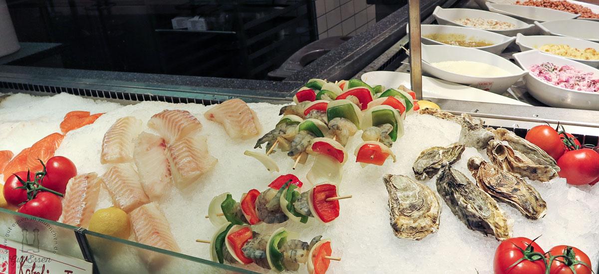Fisch essen im Gosch am Hamburger Flughafen