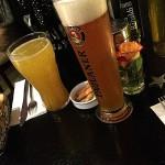 Das Alkoholfreie Weißbier kostet 3,50 und die große Apfelschorle 4 Euro