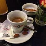 Der Espresso kostet 2 Euro