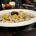 Octopuscarpaccio mit Sellerie, Oliven und Kartoffeln