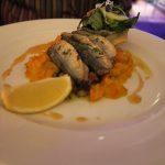 Sardinen, ausgelöst gegrillt mit Pesto mit Rosinen & Peperonata mit Kürbis & Schalotten (15 Euro)