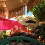 Liebevolle und überladene Deko im Cafe Playa