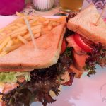 Das Club-Sandwich ist mit frisch zubereiteter Pute und Speck belegt