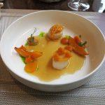 Gebratene Jakobsmuscheln mit Butternusskürbis und Bouillabaisse aromatisiert mit Zitronengras und Koriander