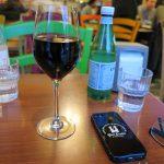 Ein 0,2er Gläschen Montepulciano für 6,50 Euro