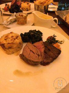 Argentinisches Angus Rind mit Sauce Béarnaise, Blattspinat und Kartoffelgratin