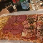 Salami, Proscuttio e Funghi und Patata, unserr Standardbestellung...