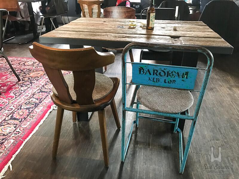 Kein Stuhl ist gleich. Hübsch auch evt. auch unbequem