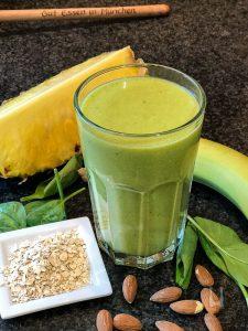 Rezept: Rich Spineapple-Smoothie mit Spinat, Ananas, Banane, Mango, Zitrone, Mandeln und Haferflocken