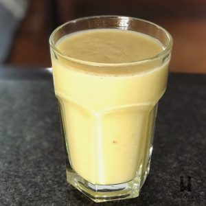 Half of the Rest-Smoothie mit Ananas, Apfel, Birne, Banane, Orange und Fenchel.
