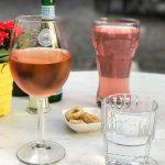 Rose (0,2l 5,50 Euro) und eine Rhabarberschorle (3 Euro)