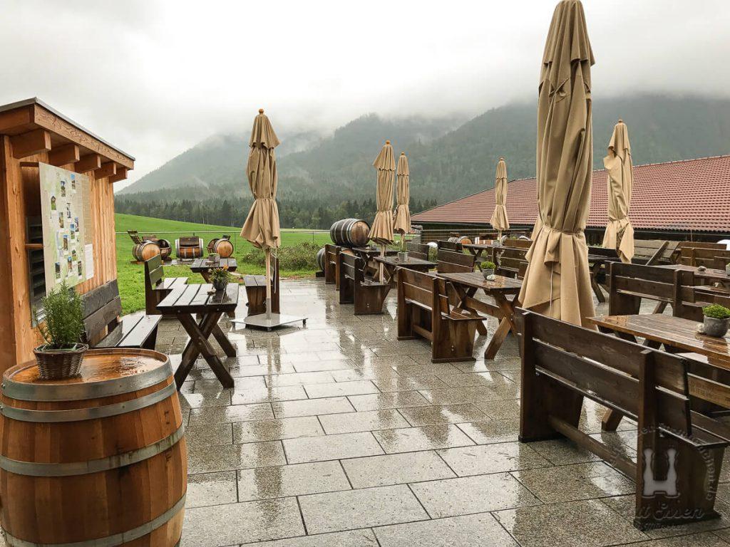 Schöne Terrasse mit Blick auf den Wendelstein, wenn es nicht regnet... ;)