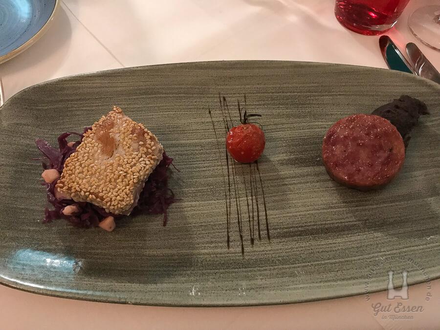 Vorspeise: Thunfisch in Sesamkruste und Cotechino