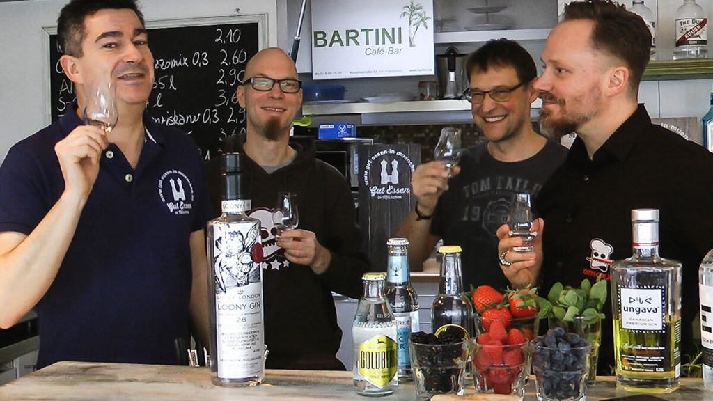 Gin-Tasting im Bartini, mit Thomas, Spucki und Jörg (v.li.).