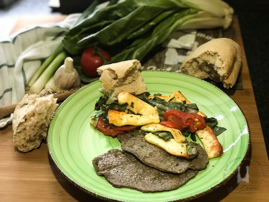 Grillkäse mit Mangold-Tomaten-Gemüse, Guten Appetit