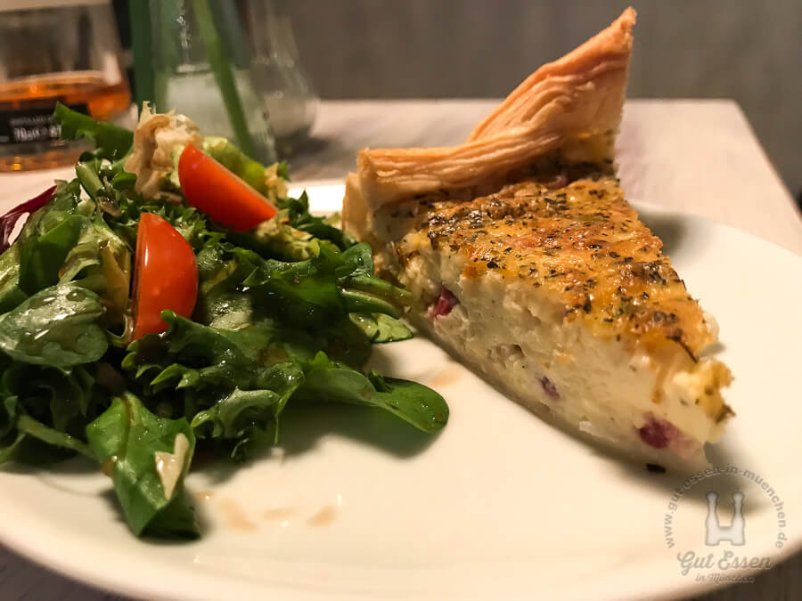 Tinis Quiche mit gemischten Salat