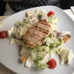 Vi Vadi Rustico: Caesar Salad mit gegrilltem Hühnchen