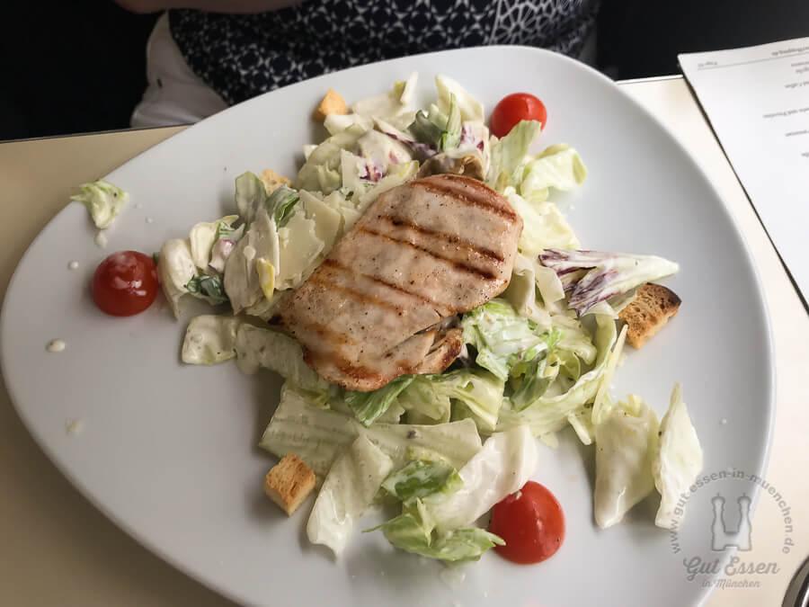 Vi Vadi Rustico: Caesar Salad mit gegrilltem Hühnchen bzw. überbackenem Käse