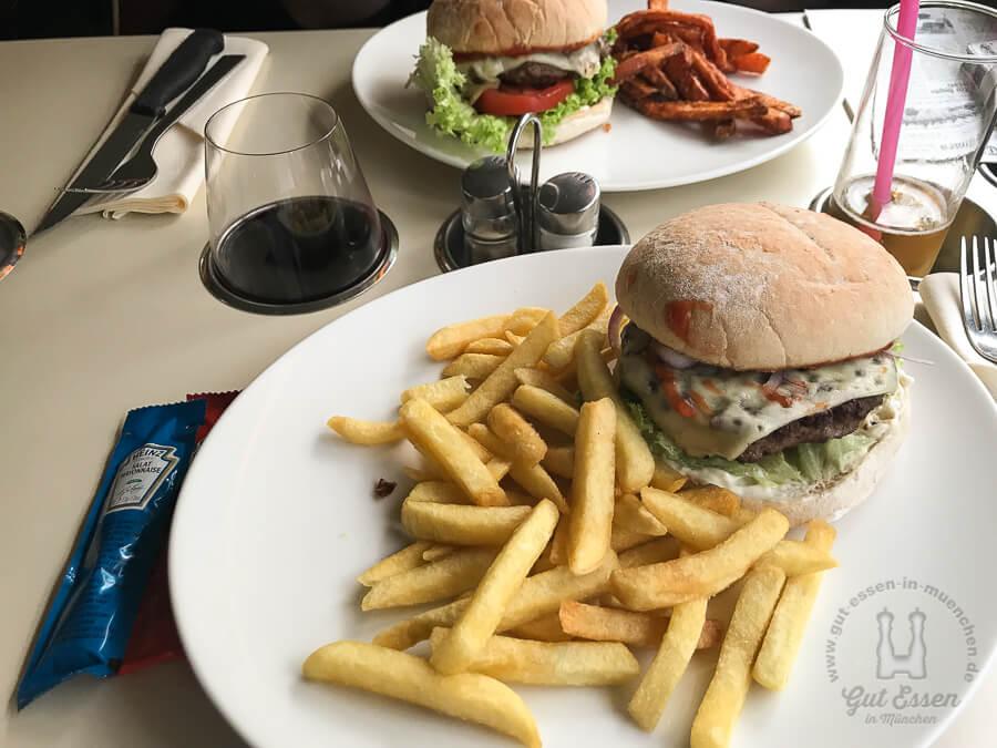 Gerners Wirtshaus & Bar: Cheeseburger mit Pommes Frites oder Süßkartoffel-Pommes