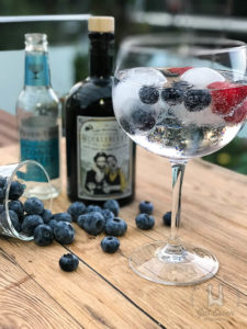 Die Hauptzutat der über 20 Botanicals ist die Blaubeere, der dem Huckleberry Gin auch seinen Namen verleiht. Im Geschmack fruchtig mit einer angenehmen Schärfe.