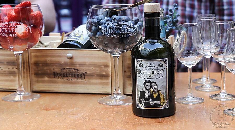 Zum Huckleberry Gin passen vor allem Blaubeeren und jede Art von Waldbeere