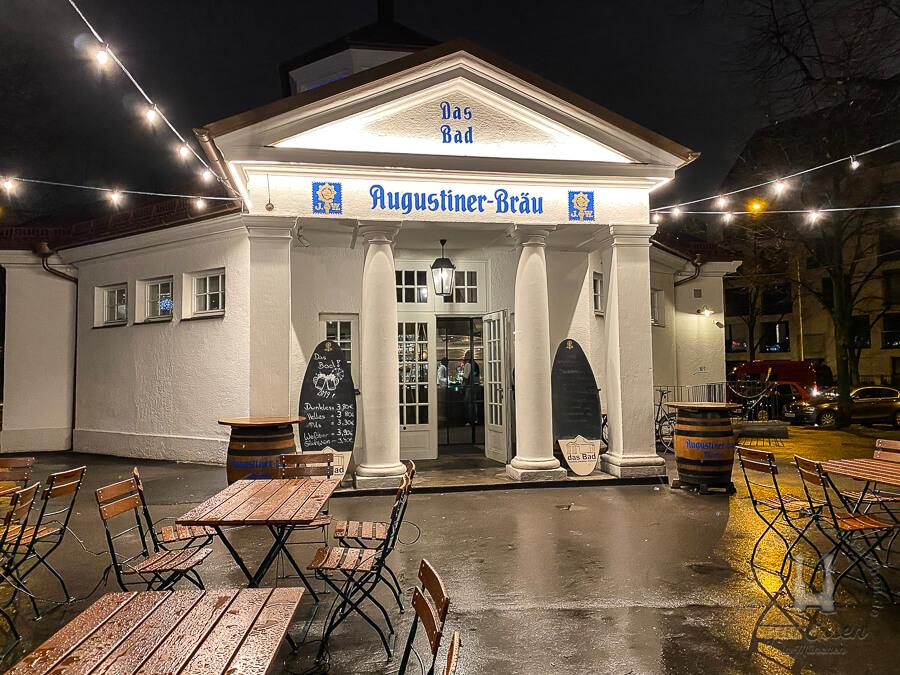 Direkt am Bavariaring/ Theresienwiese liegt die bayrische Wirtschaft »Das Bad«.