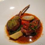 Gratinierten Lammkoteletts mit bayerischen Bohnen und Artischocken